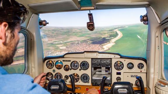 Fly on a professional flight simulator